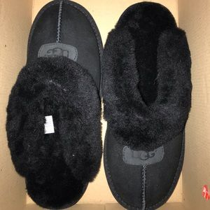 Woman's UGG Slippers